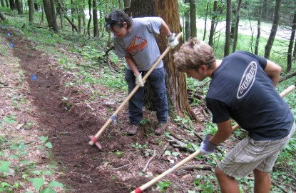 American-Hiking-Society-Iao-Valley-volunteers